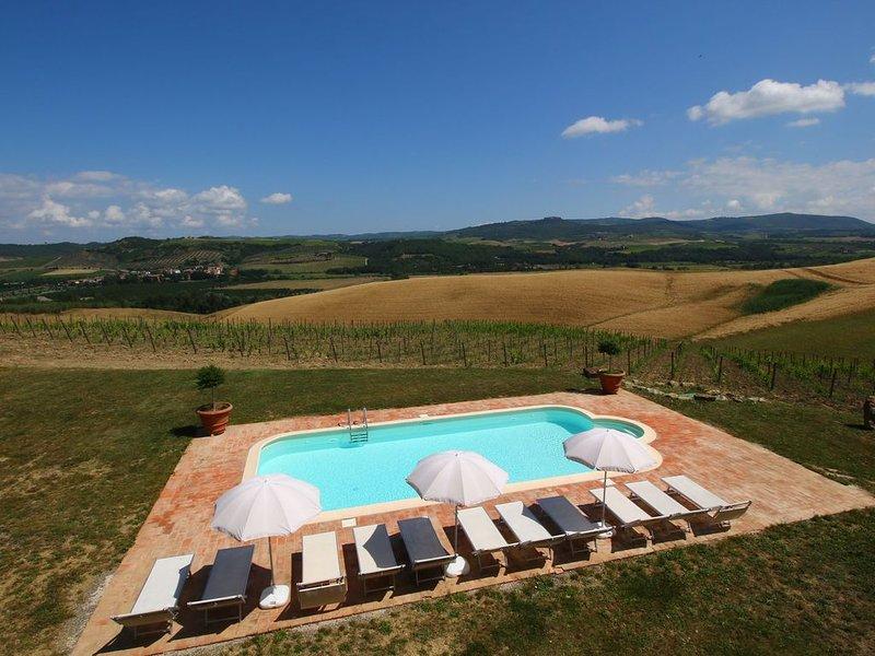 Pretty Farmhouse in Castel del Piano with Terrace, casa vacanza a Montenero d'Orcia
