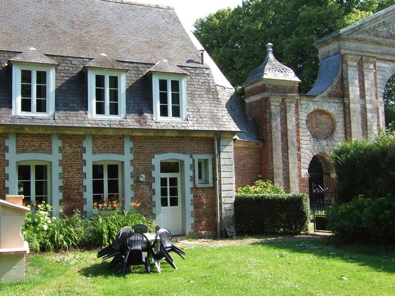 house listed as an historic building, near Montreuil, holiday rental in Aubin-Saint-Vaast