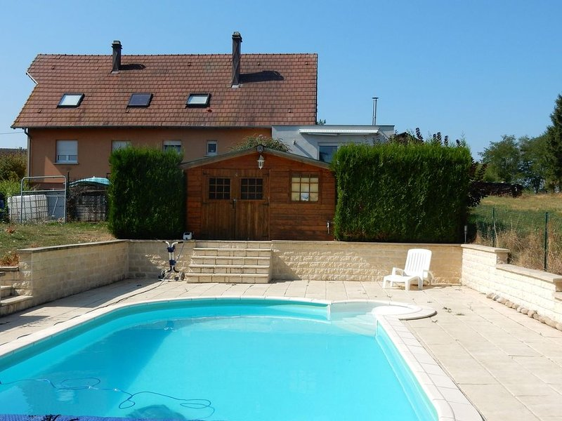 Completely modernized gite with heated swimming pool., location de vacances à La Petite Pierre