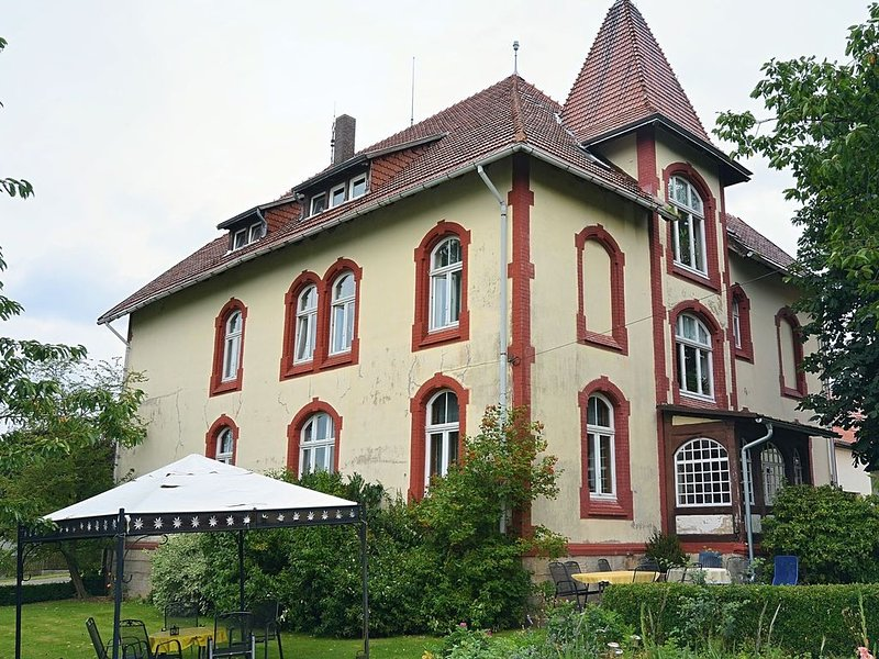 Lovely Farmhouse in Friedrichsfeld with Garden, casa vacanza a Derental