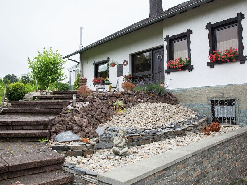 Idyllically located holiday home between the Moselle and the Eifel., holiday rental in Puenderich