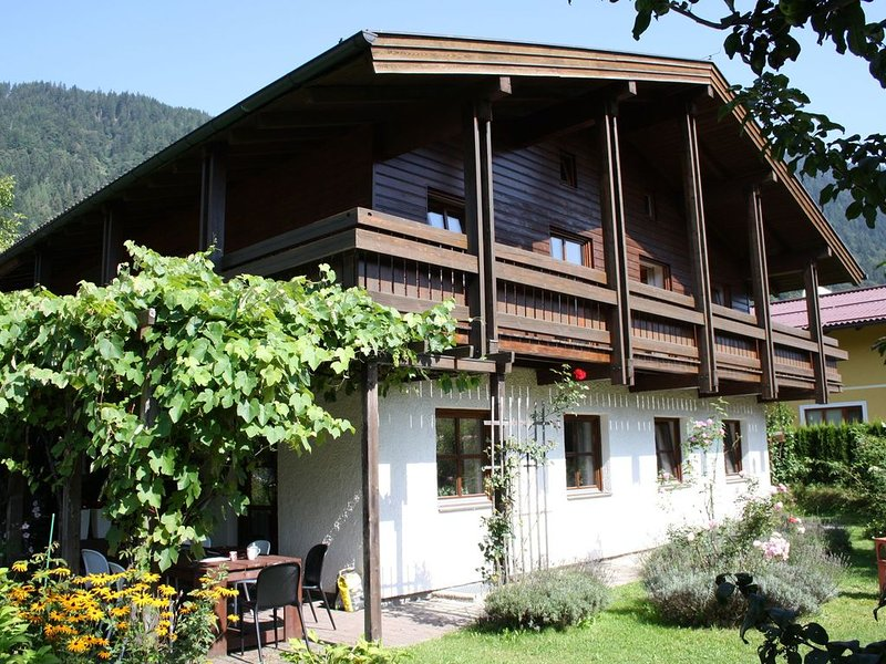 Quaint Mansion with Sauna in Goldegg, vacation rental in Goldegg