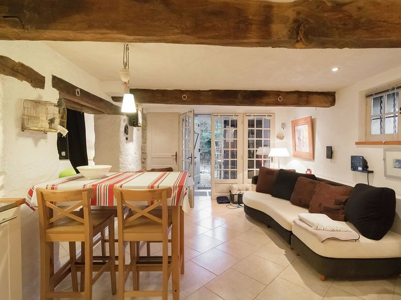 Attractive Holiday Home in La Forge del Mitg with Garden, location de vacances à Beget