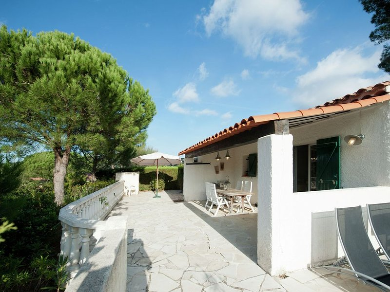 Modern Holiday Home in Sainte-Maxime with Shared Pool, location de vacances à Sainte-Maxime