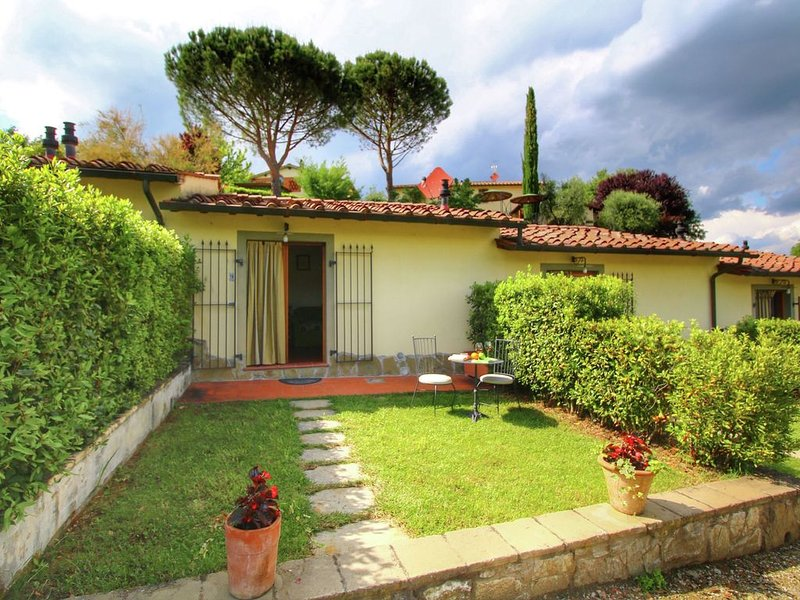 Home with swimming pool in a cental location in Tuscany, vacation rental in Mercatale Valdarno