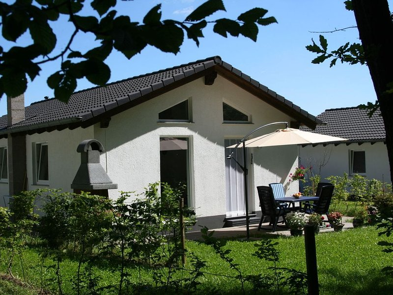 Tidy holiday home with dishwasher, in a green area, holiday rental in Gerolstein