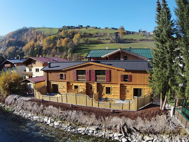 Modern Chalet in Kaprun with Jacuzzi, holiday rental in Kaprun