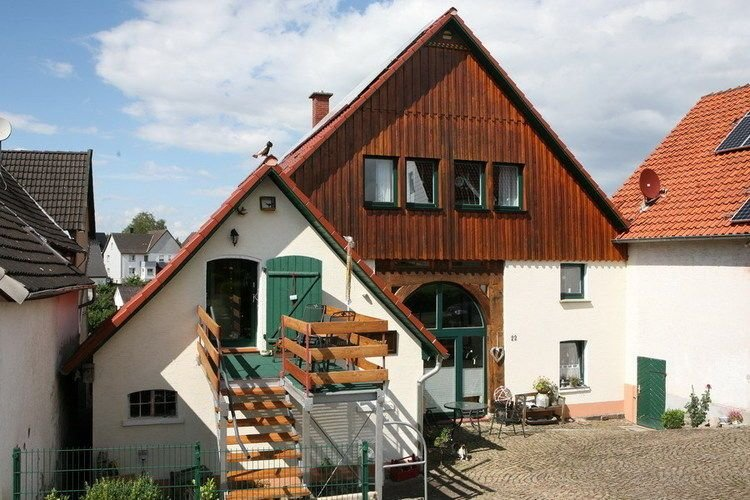 Beautiful holiday home in the Weser Uplands with sauna and fireplace, aluguéis de temporada em Blomberg