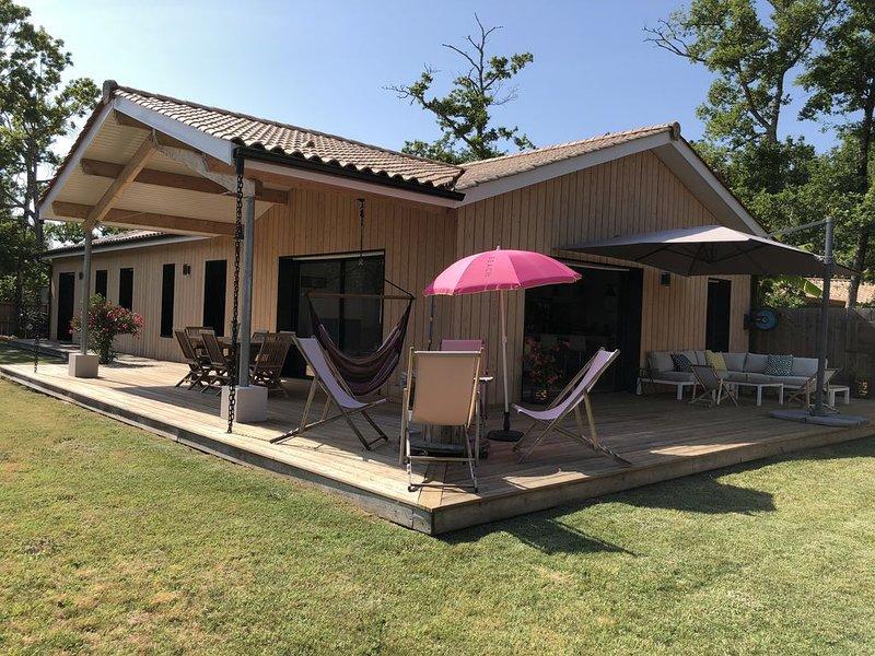 A 300m de la plage du Lac! Superbe maison, bardage bois., holiday rental in Hourtin-Plage
