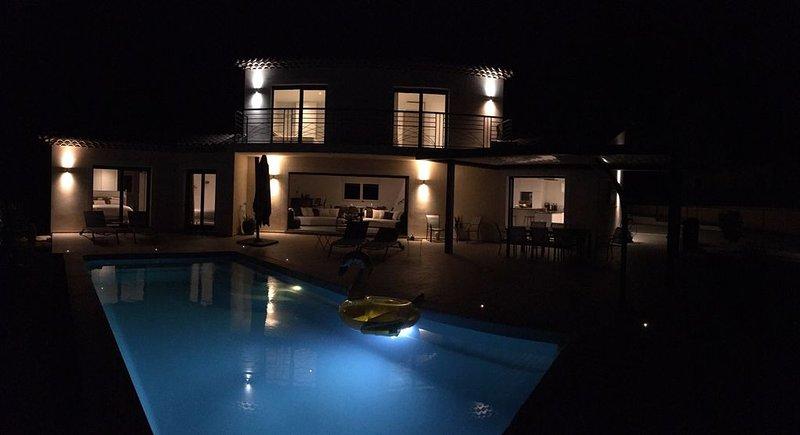 Villaparadise83...une superbe villa avec piscine chauffée en saison, holiday rental in Bagnols-en-Foret