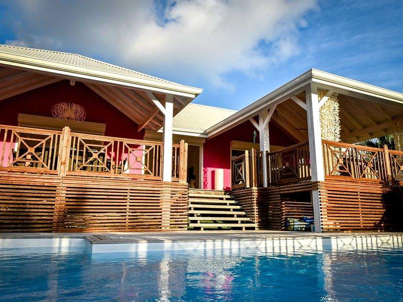 MAGNIFIQUE VILLA 5* PISCINE SÉCURISÉE BEAU JARDIN TROPICAL   -Annulation souple, vacation rental in Saint Francois