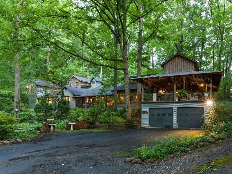Outrageous House In The Woods, holiday rental in Winston Salem