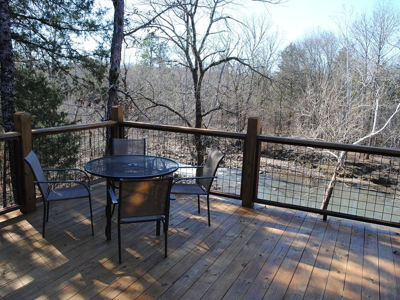 Beautiful secluded cottage with gated privacy., holiday rental in Smithville