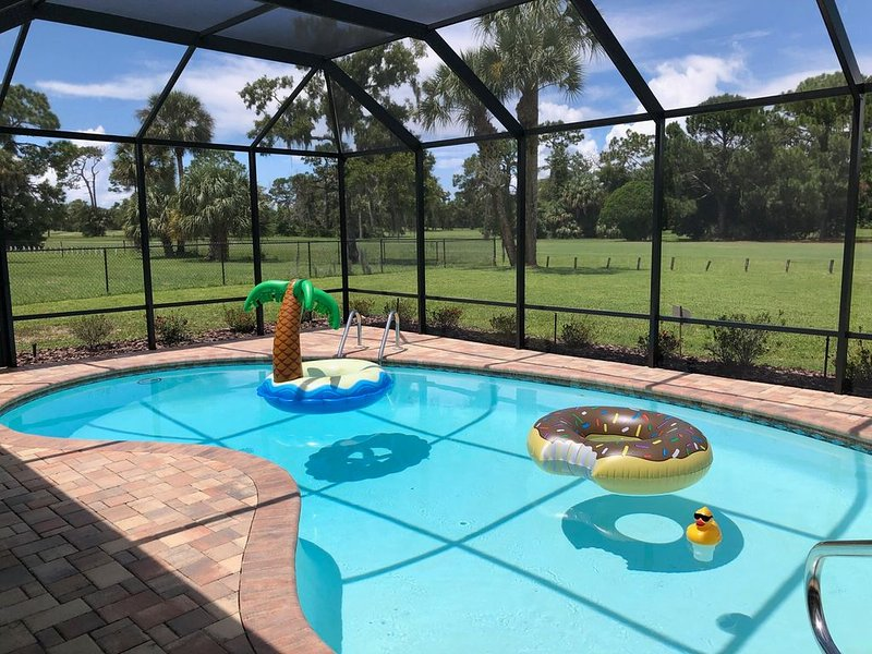 Plantation Golf Course Pool Home 3/2 Sleeps 6, holiday rental in Crystal River