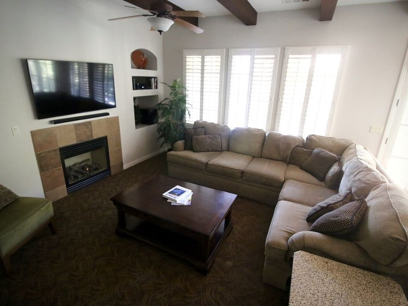 3BR Villa Mountain + Fountain Views * Legacy Villas!, holiday rental in La Quinta