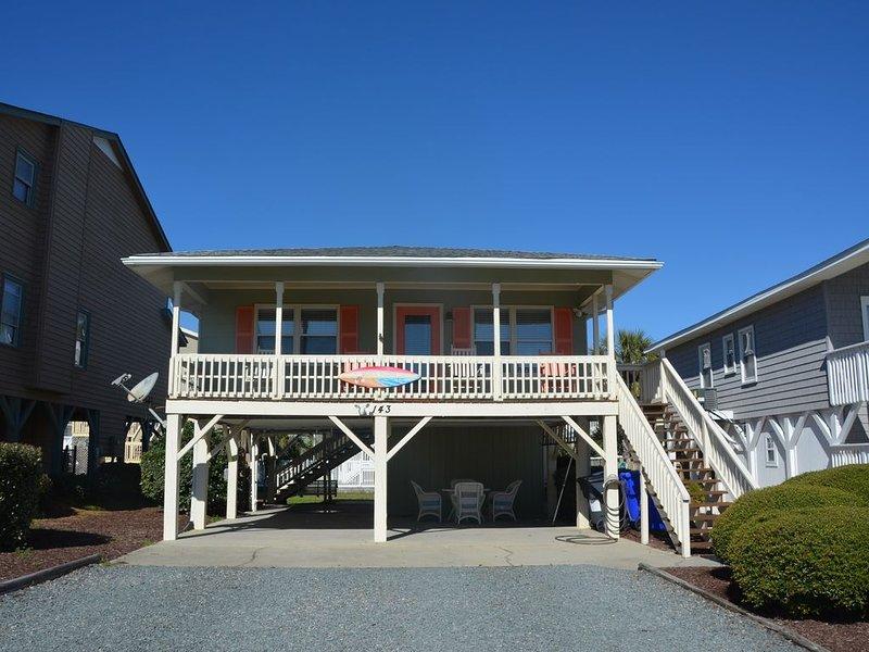 Ocean View!! Adorable, Second Row Single Family Home in Ocean Isle Beach, location de vacances à Ocean Isle Beach