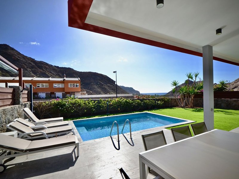 Villa Katarina with seaview and swimming pool, holiday rental in Platero