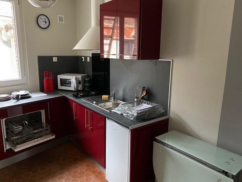 Studio entièrement  refait à neuf tout confort dans villa mersoise proche plage, holiday rental in Saint-Quentin-la-Motte-Croix-au-Bailly