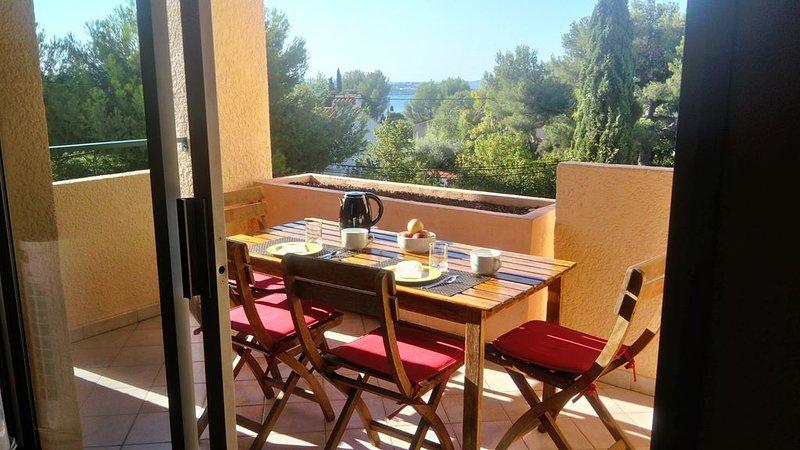 Appartement T2 classé Meublé de Tourisme 2* + piscine dans résidence sécurisée., aluguéis de temporada em Bandol