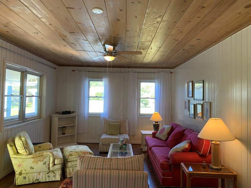 Classic Florida Cottage - Access to Private Dock, holiday rental in Sebastian