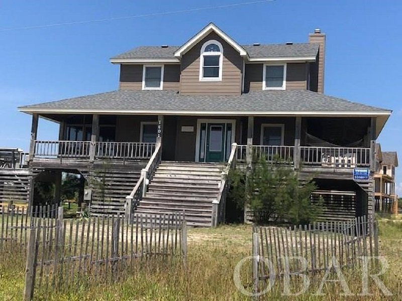 Oceanside in Corolla! 100 Yards to the Water! See the Horses from Covered Deck!, alquiler de vacaciones en Corolla