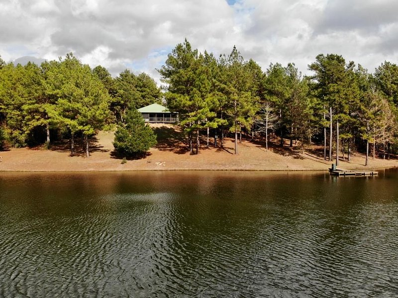 Logan Springs Ranch - 142 Acres with Lake, Ponds and Trails, holiday rental in Palestine