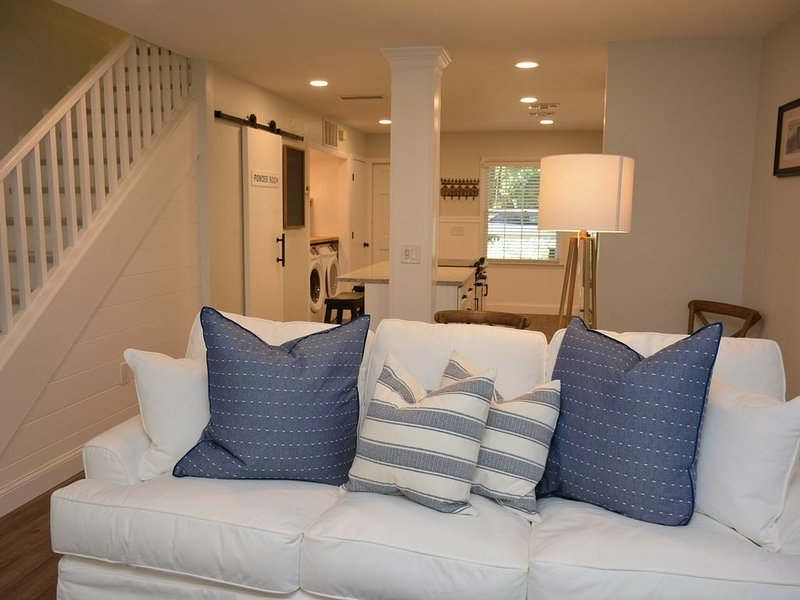 Lovely Renovated Townhouse Adjacent to Haile Village, holiday rental in Gainesville
