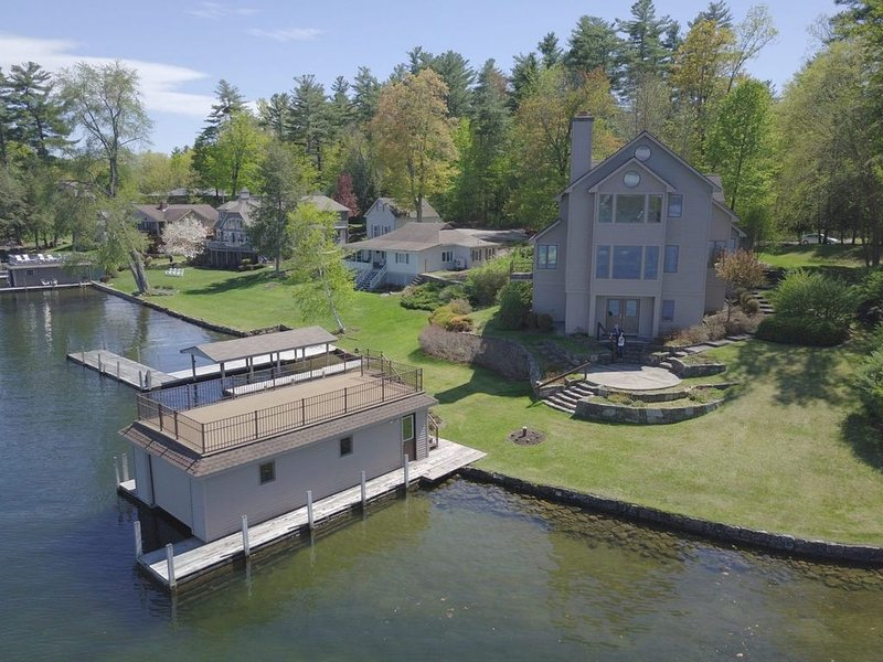 Lake Front House, East side Assembly Point, Harris Bay, 200 Feet of Frontage, holiday rental in Lake George