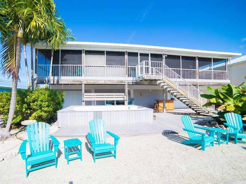 Fall specials for this Waterfront Canal Home with 65' Dock and a swim spa pool, holiday rental in Grassy Key