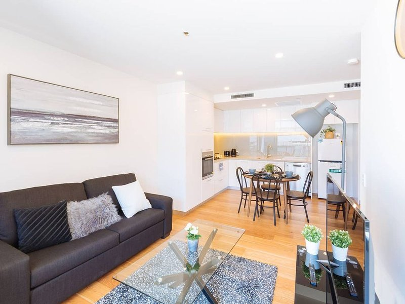 Stunning 1Bed Apt * Heart of SouthBank-Brand New, holiday rental in Indooroopilly