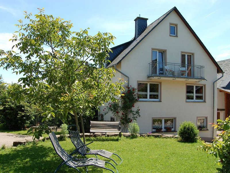 Comfortable holiday home in the beautiful volcanic landscape of Manderscheid, location de vacances à Manderscheid