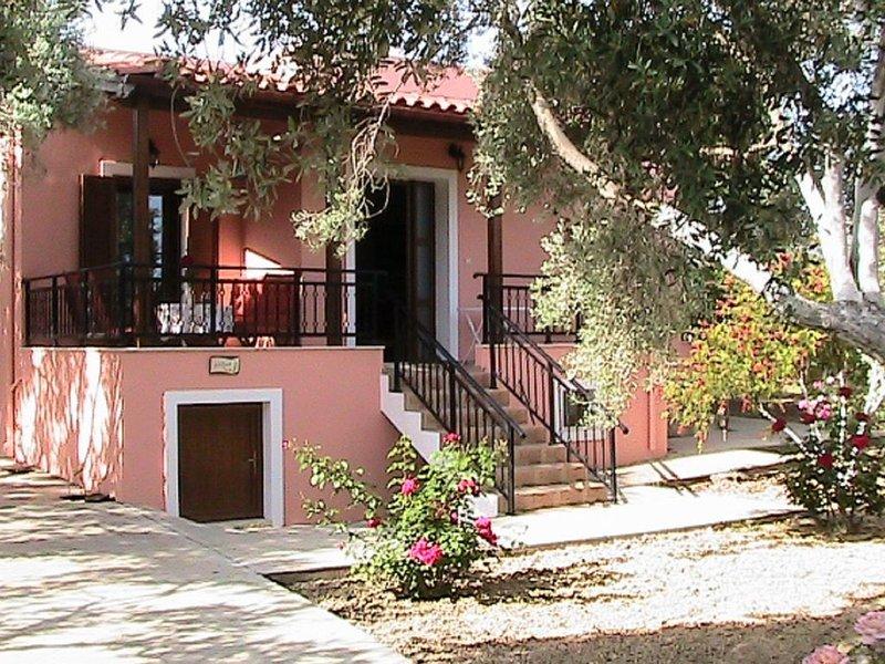 Modern Holiday Home in Sfakaki Crete with Swimming Pool, location de vacances à Asteri