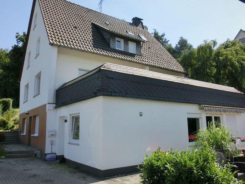 Holiday home in Sauerland - quiet setting, private entrance, terrace, garden, casa vacanza a Assinghausen