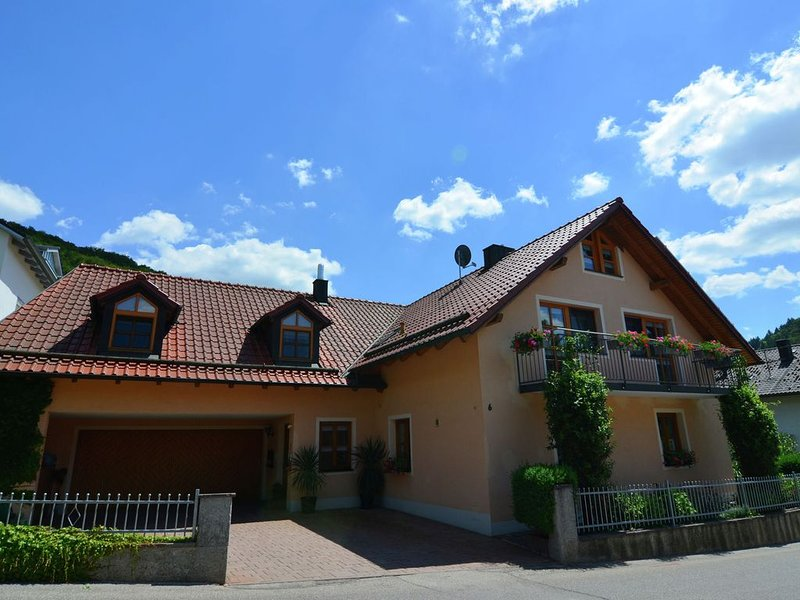 Homely Apartment in Riedenburg Prunn near Forest with BBQ, holiday rental in Heiligenstadt