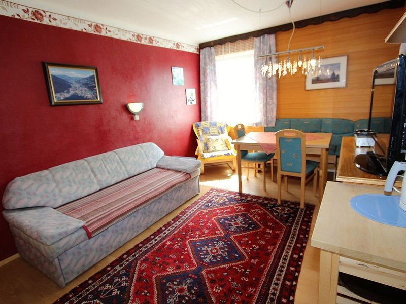 Charming Apartment in Feld am See, 100 m from Lake, holiday rental in Afritz