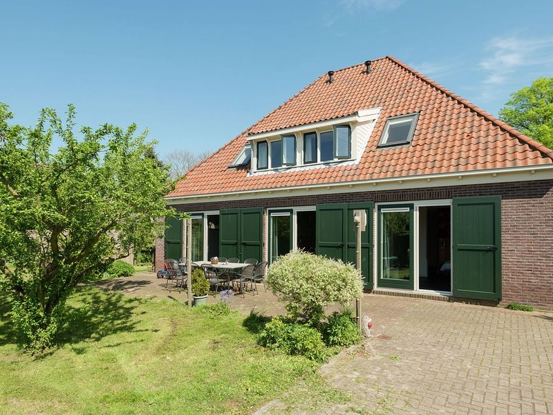 Inviting Holiday Home in Zuidoostbeemster near Centre & Forest, alquiler vacacional en Beets
