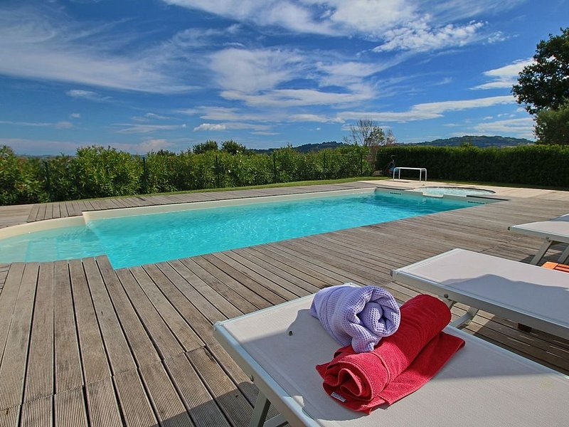 Luxurious Cottage with Swimming Pool in Montelabbate, holiday rental in Borgo Pace