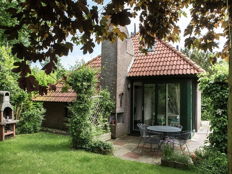 Peaceful Holiday Home in South Holland by the Lake, vacation rental in Herkingen