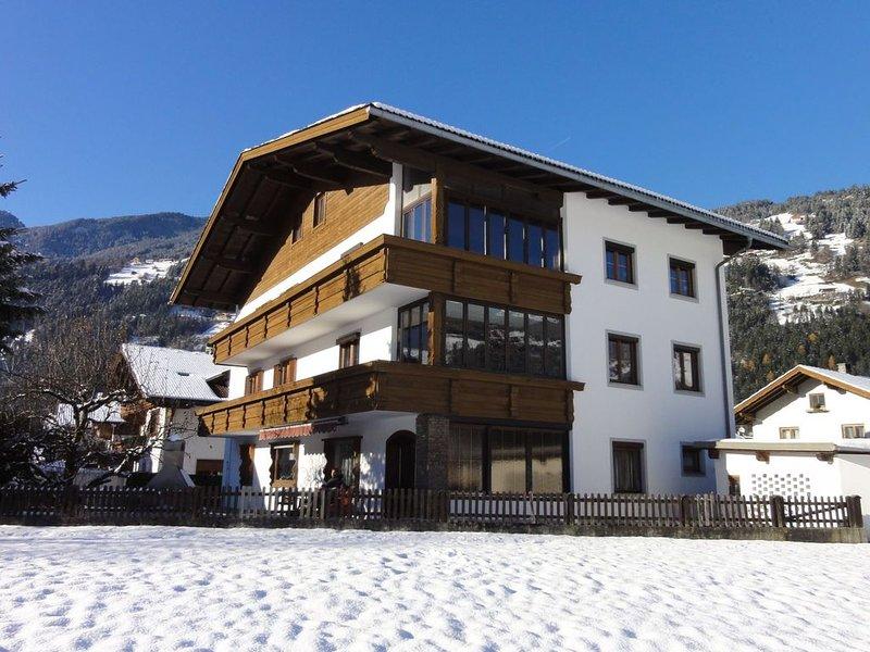 Spacious Holiday Home in Zell am Ziller near Ski Area, aluguéis de temporada em Zell im Zillertal