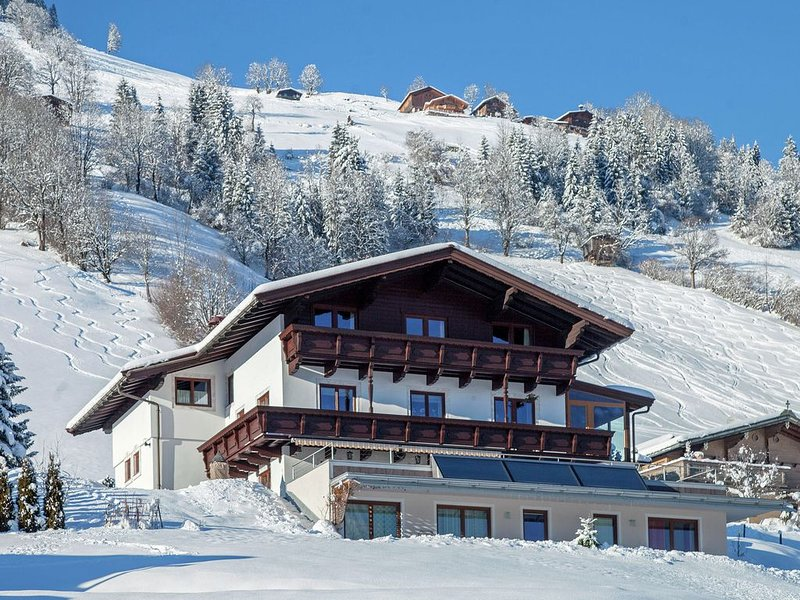 Inviting Apartment in Brixen im Thale with Sauna, Ski Storage, alquiler vacacional en Brixen im Thale