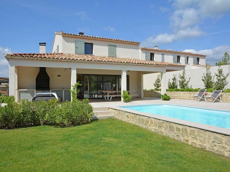 Vibrant Villa in Malaucène with Private Garden, vacation rental in Malaucene