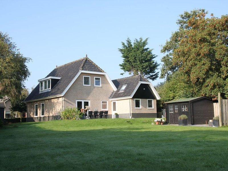 Modern Villa in Groet with Garden, vakantiewoning in Petten