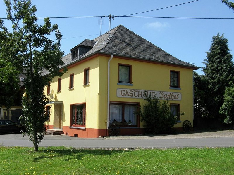 Large group house, beautifully located in the Eifel., holiday rental in Pluetscheid
