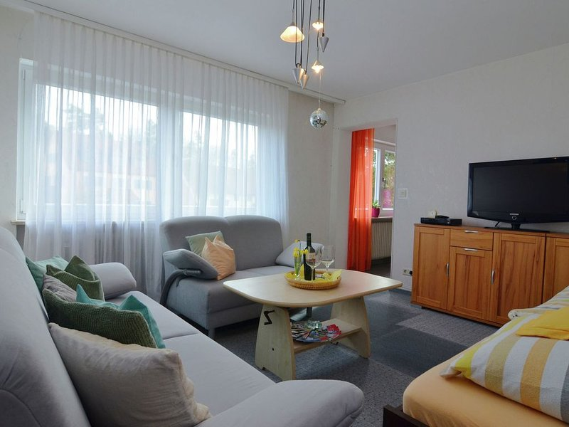 Comfy Apartment in Wichenstein with Large Garden, holiday rental in Wiesenttal