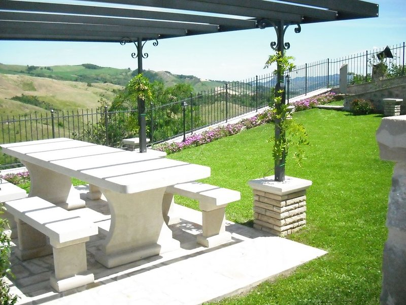 Graceful Apartment with Garden,BBQ,Heating, Garden Furniture, vacation rental in Sarsina