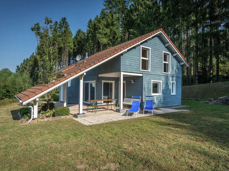 Modern wooden chalet situated in the middle of the wood, vacation rental in Meurthe-et-Moselle
