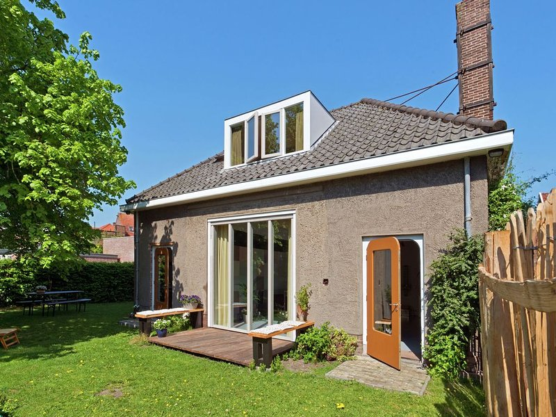 Quaint Holiday Home in Schagen with Garden, vacation rental in Schagerbrug
