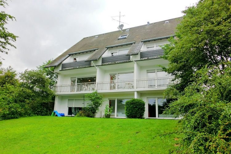 Modern apartment in the Sauerland region with private balcony, holiday rental in Elkeringhausen