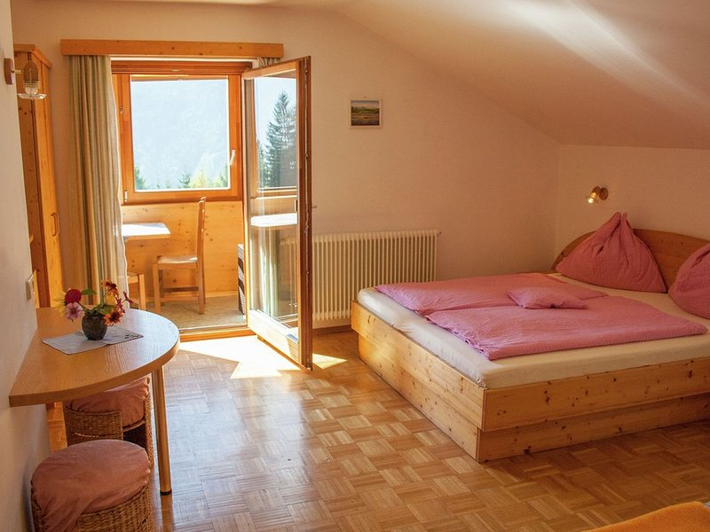 Nice 3pers. studio, pool and sunroom at the house, alquiler vacacional en St. Stefan im Gailtal