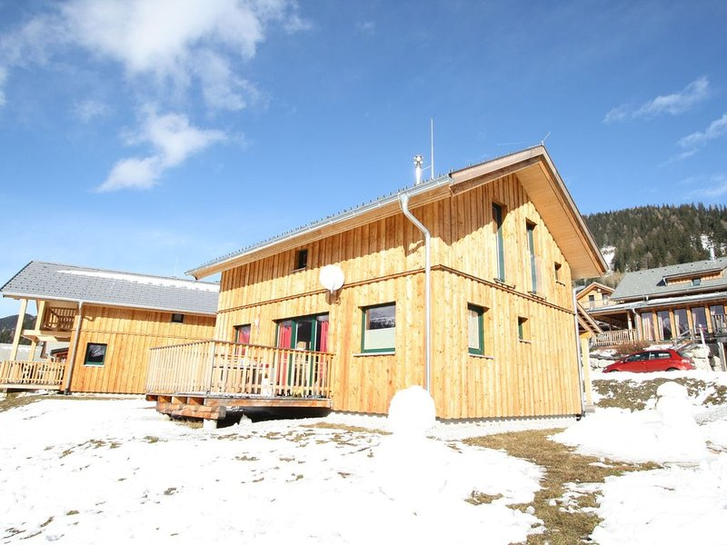 Deluxe Chalet on a Slope in Hohentauern with Sauna, casa vacanza a Moederbrugg